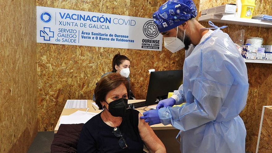 """""""Con este ritmo, Ourense llegará al verano con un 60-70% de la población vacunada"""""""