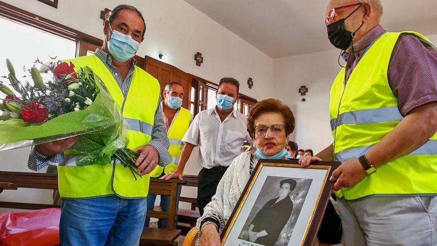Barrantes homenajea a Dolores Abuín, que fue alcaldesa de Valga y Ribadumia