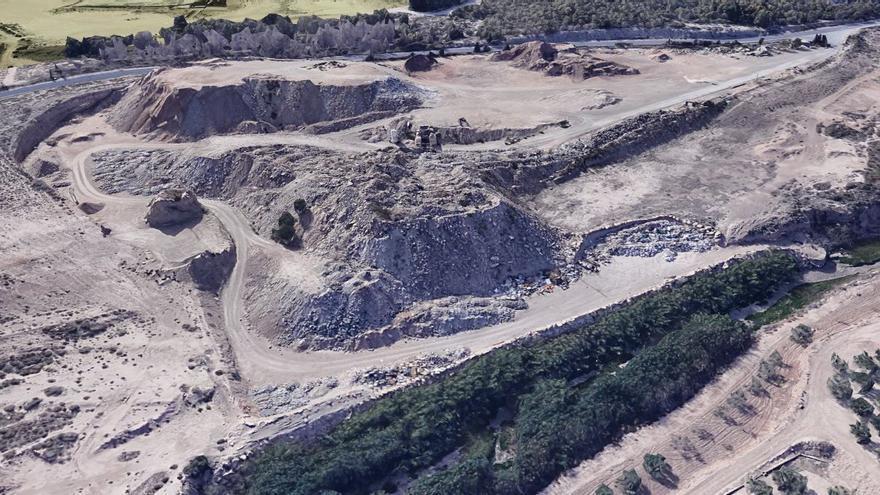 Ecologistas y vecinos denuncian una planta de escombros junto al barranco de las Ovejas