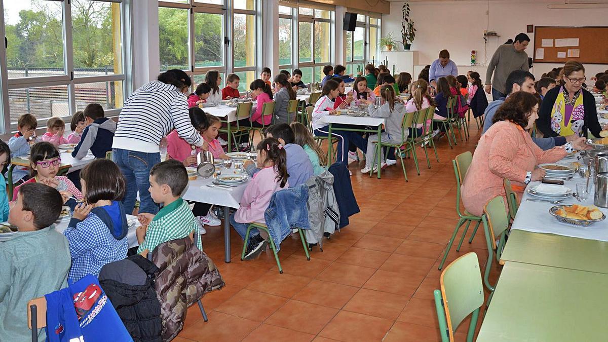 Degustación de un menú ecológico, en el colegio de Curtis, en 2015.     // LA OPINIÓN