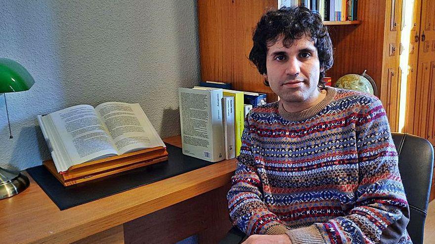 El escritor Javier Rodríguez González.