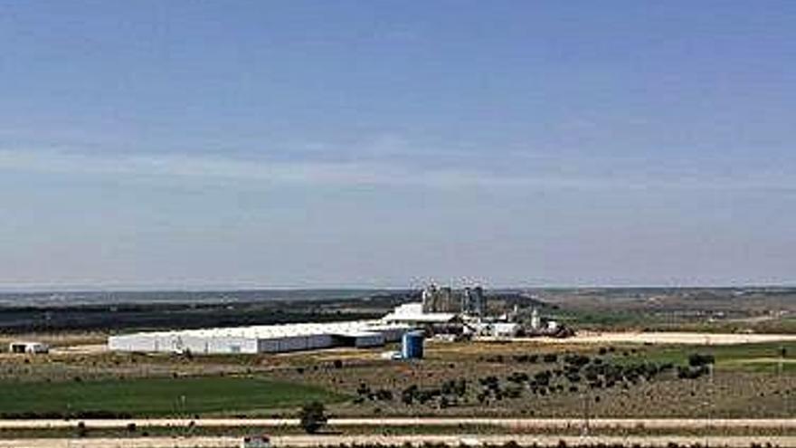 Kronospan pone a la venta la fábrica de madera de Villabrázaro en 9,5 millones