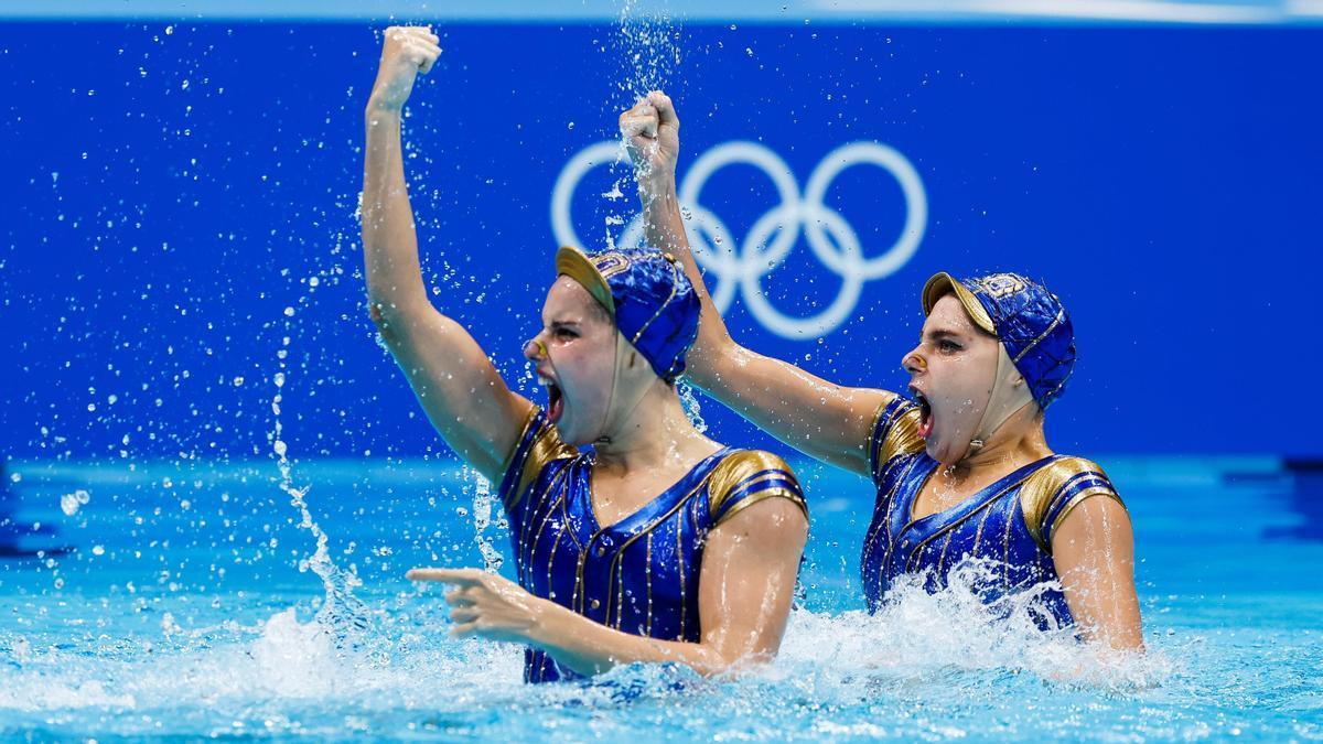 El dúo español de natación artística, formado por Alisa Ozhogina e Iris Tió.