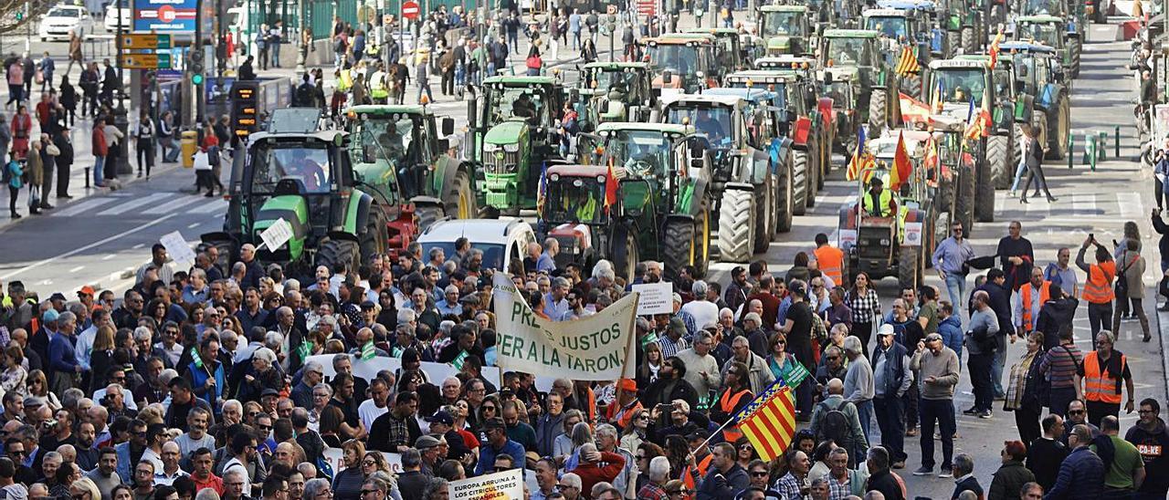 Protesta en València de los agricultores en febrero de 2020. |
