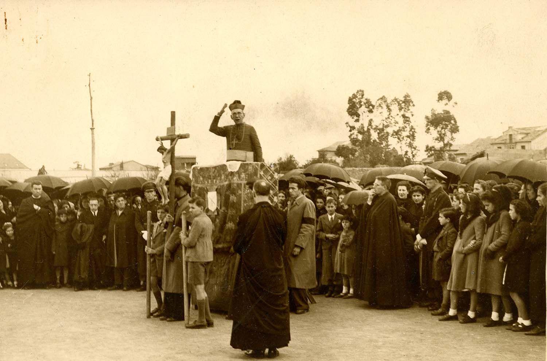Foto Mendía (Oviedo). Vía Crucis en las calles de Oviedo. Viernes Santo de 1942 | Donación María Luisa López Llano