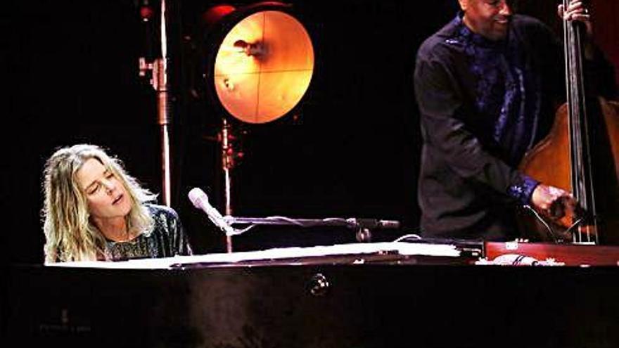 Cap Roig Diana Krall, elegància i sobrietat en  una nit de jazz, «amor i lluna»