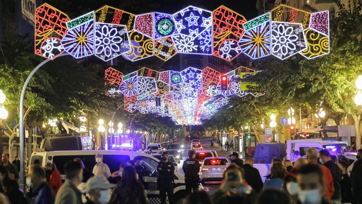 Alumbrado navideño en la ciudad de Alicante.