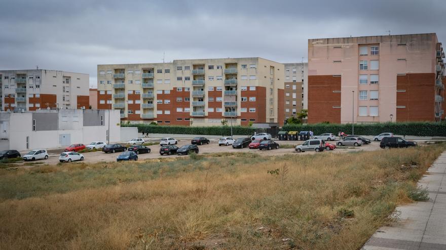 El ayuntamiento adecuará dos solares para que se usen como aparcamiento en Cerro Gordo