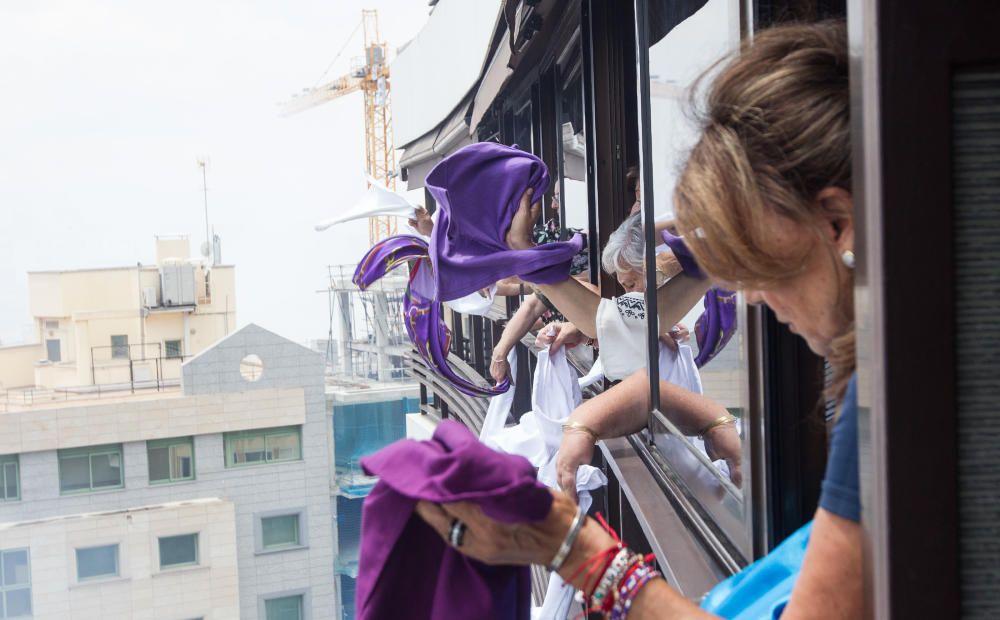 Primera mascletá de las Hogueras del 90 aniversario.