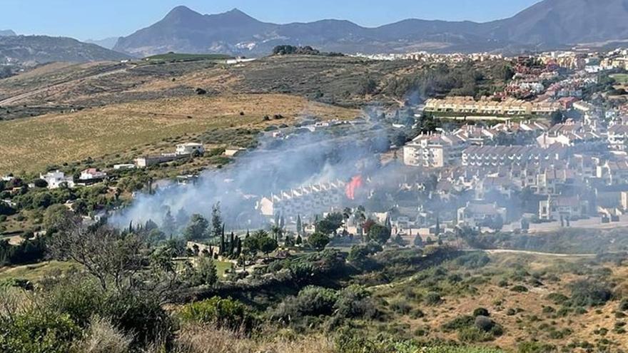 Un incendio en Manilva ya extinguido obliga al desalojo preventivo de 300 personas