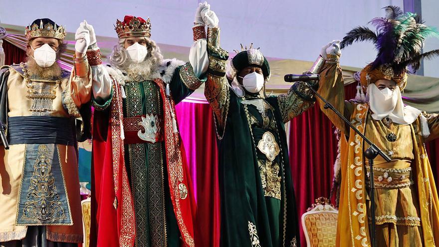 La lluvia y el frío lastran la primera cita en El Bibio con los Reyes, con 2.244 personas