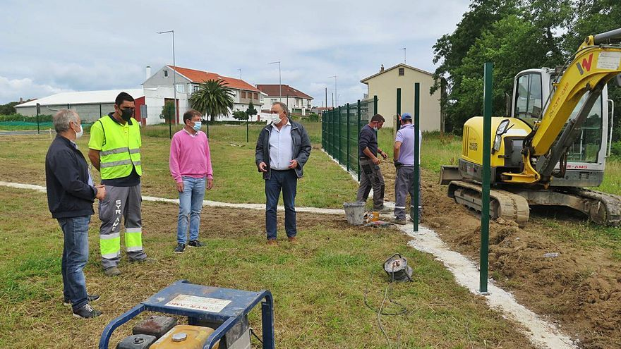 A Laracha habilita un área de recreo canino en el núcleo urbano