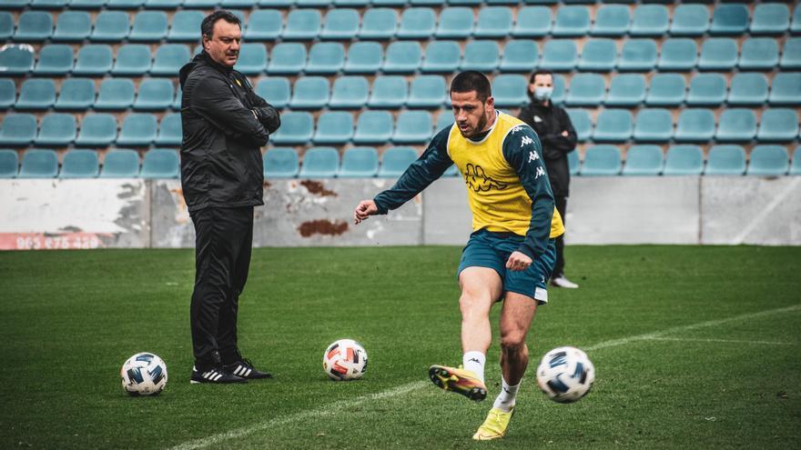 """Acuña acelera su puesta a punto con la mente en la """"final"""" de Villarreal"""