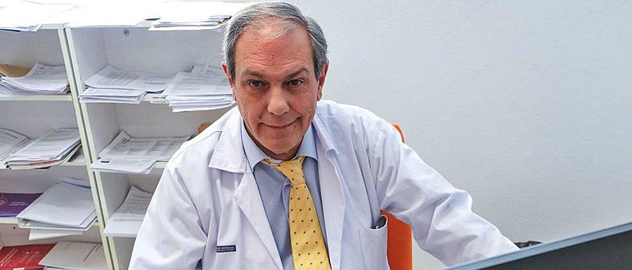 Vicente Jover, en el Hospital de Elda, donde está al frente del departamento de Alergología.