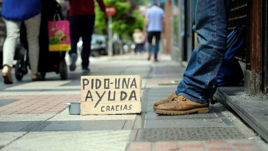 La Xunta modifica el decreto de la Risga para que los 'sin papeles' opten a ayudas puntuales