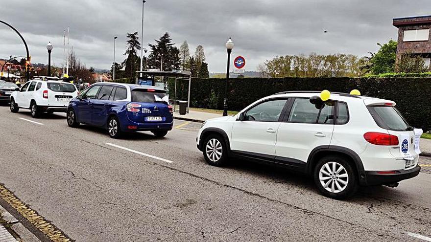 Los empleados públicos temporales protestan en Gijón