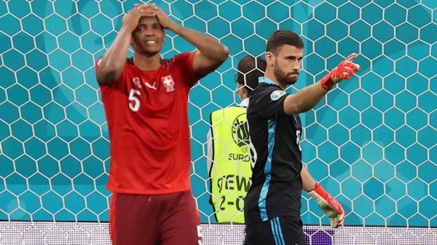 Unai Simón emula a Casillas y acerca a la final a España