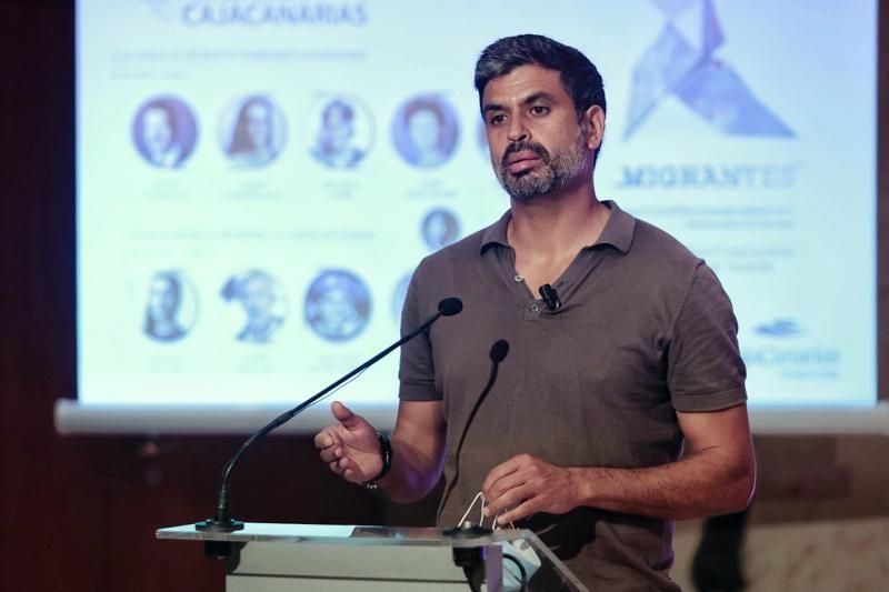 Debate sobre migración en el Espacio Cultural de CajaCanarias de Santa Cruz