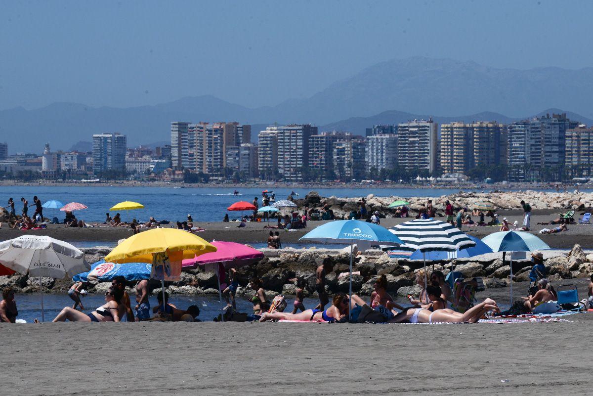 El buen tiempo anima a los malagueños a salir en el primer fin de semana sin toque de queda