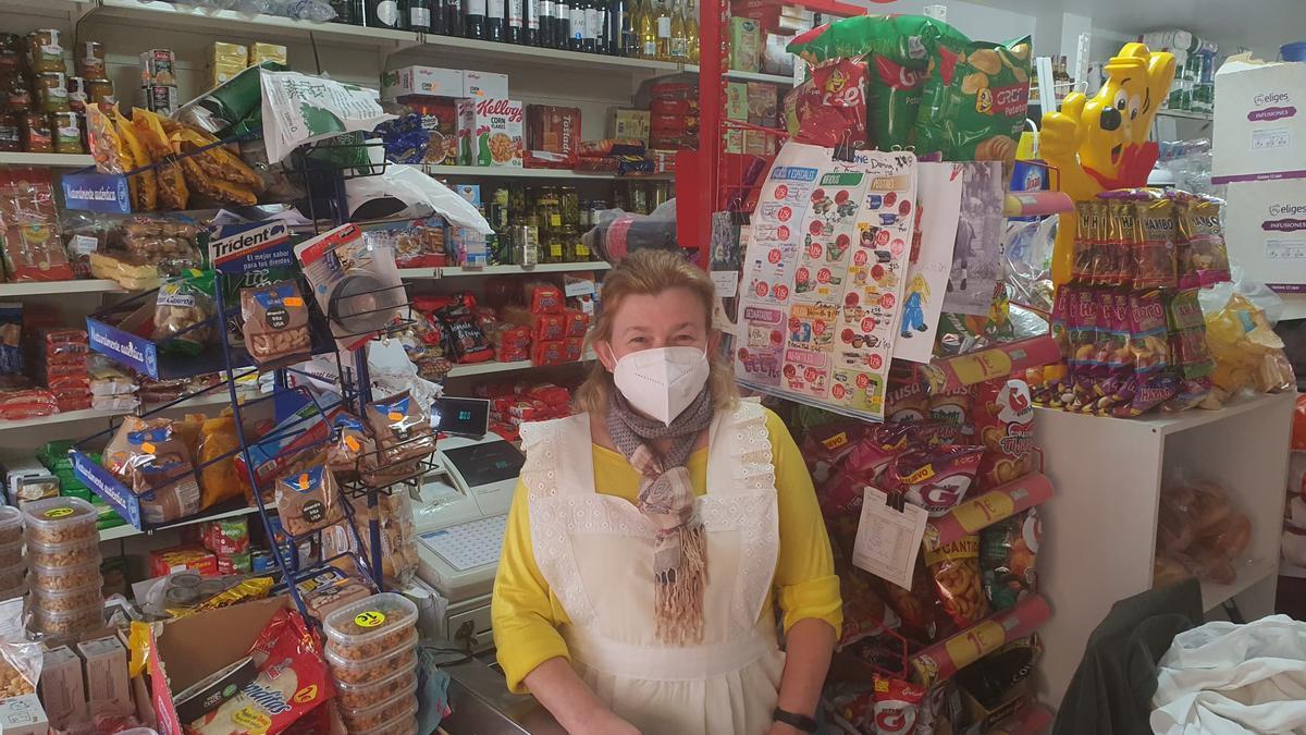 Pilar Paredes Gutiérrez, en su tienda de Arroyomolinos.