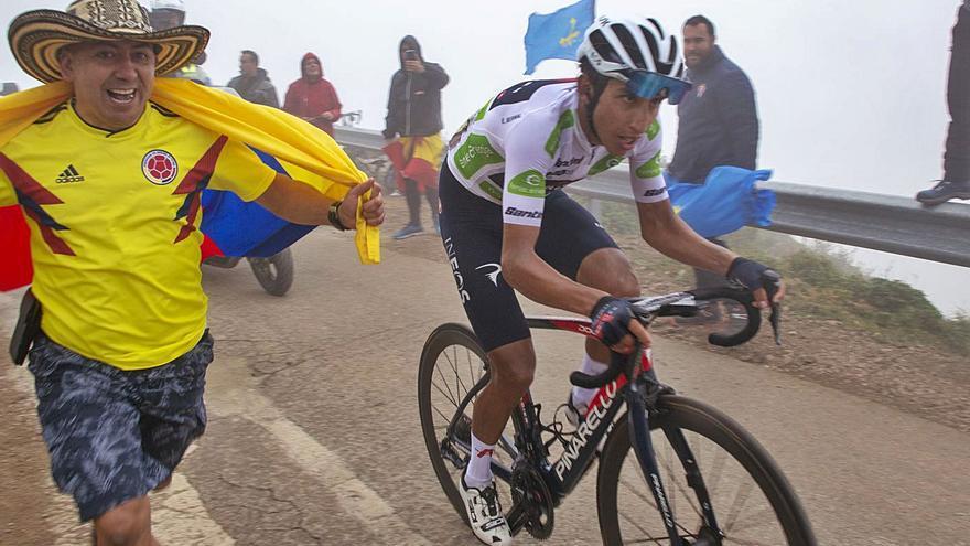 Cabreo en La Vuelta: Bernal tuvo control antidoping a las 7.30 tras la paliza de los Lagos