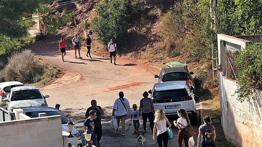 Gilet tomará medidas contra el aluvión de coches mal aparcados en días festivos