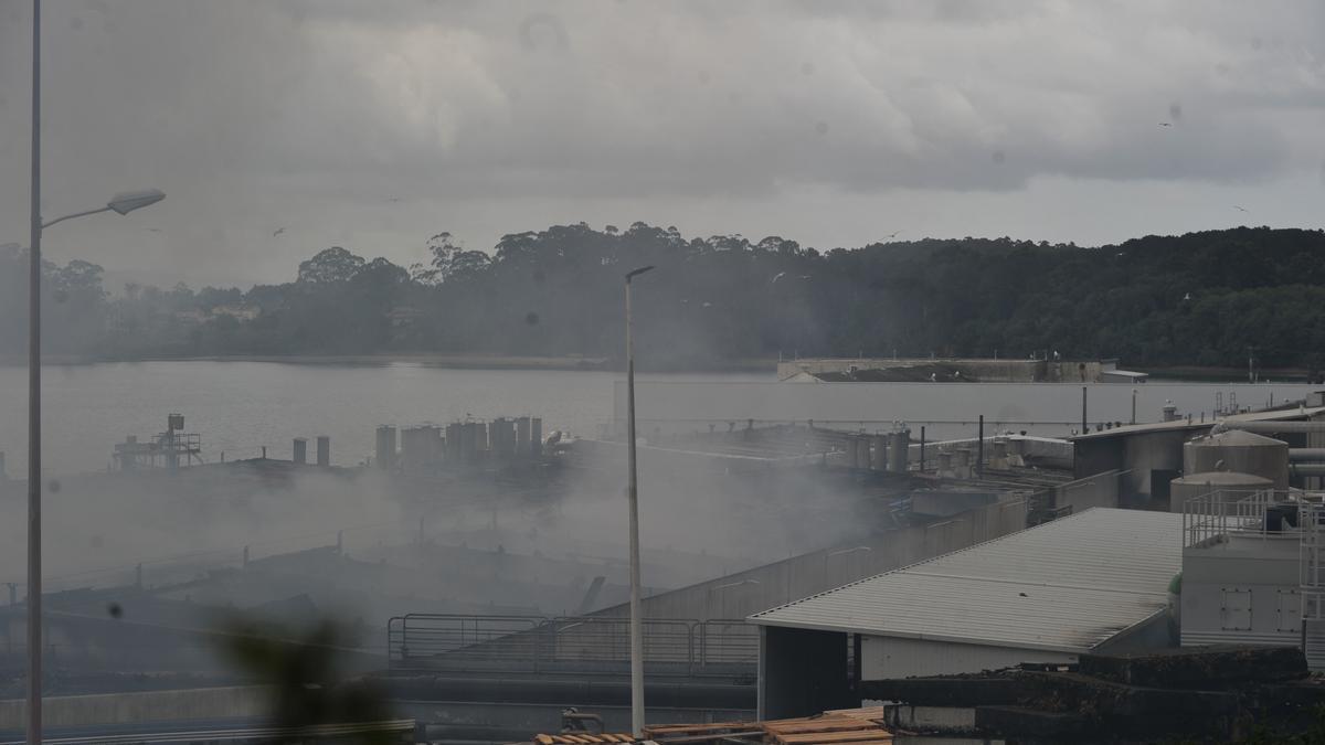 """Los bomberos mantendrán """"una constante vigilancia"""" de la evolución del proceso de recuperación de la fábrica afectada."""