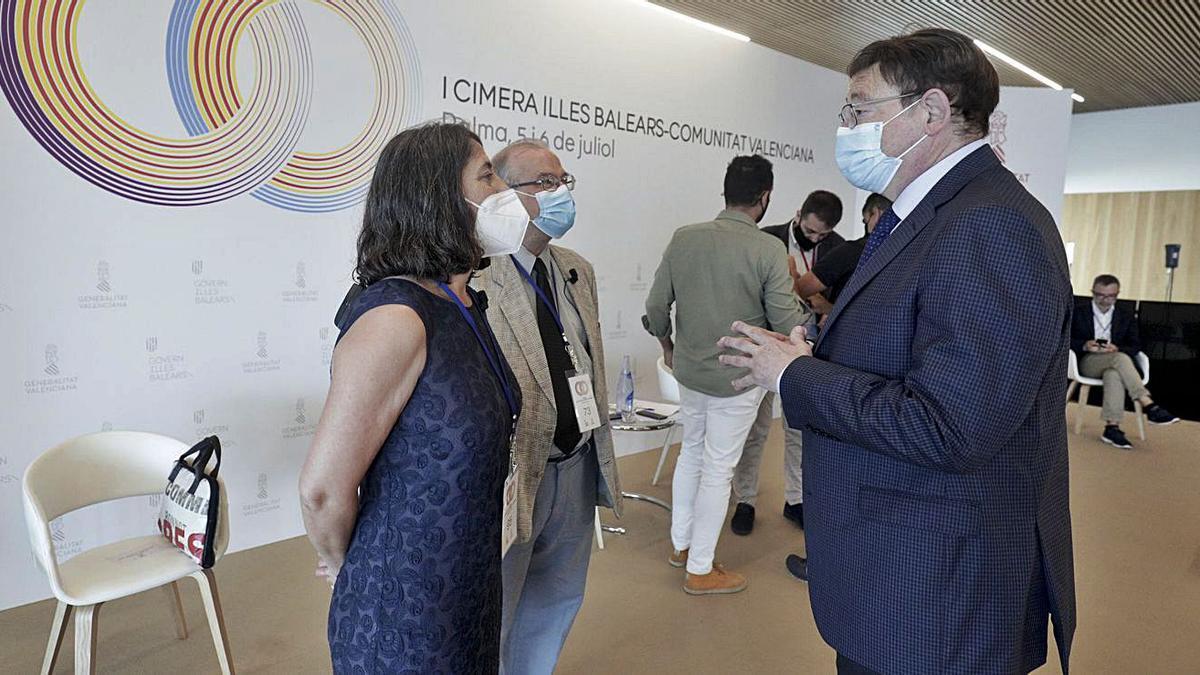 Marisa Goñi (Diario de Mallorca) y Andreu Manresa (IB3) con el líder de la Generalitat, Ximo Puig