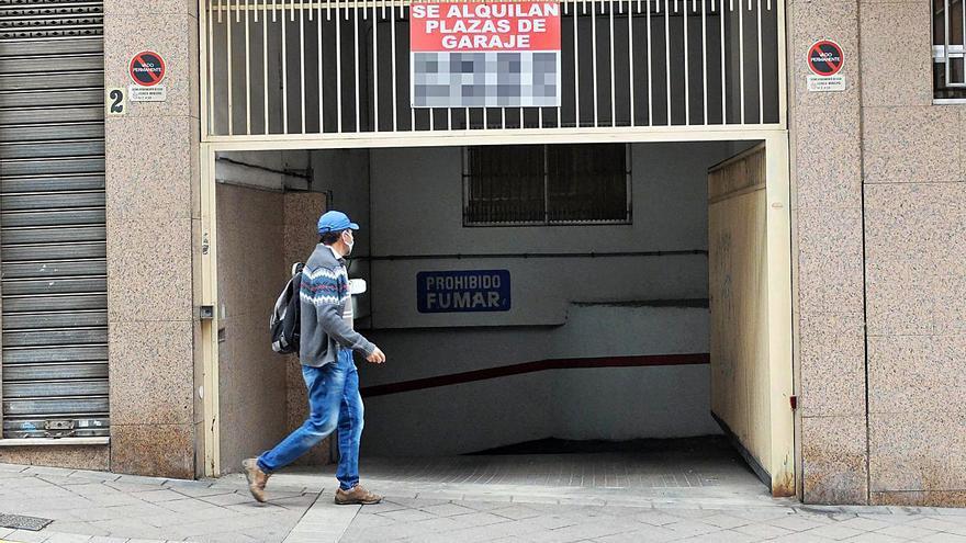 La falta de aparcamiento en Elche dispara un 27% el alquiler de plazas públicas en dos años