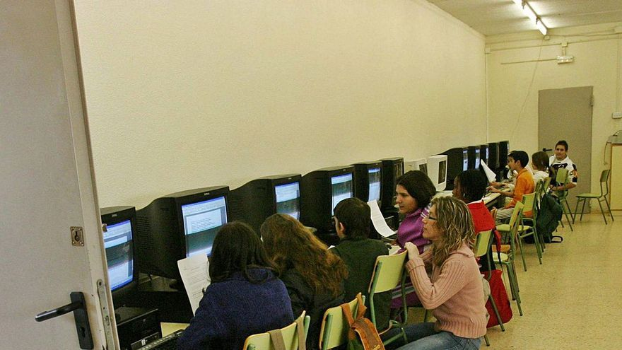 Solo uno de cada cinco centros educativos de la Comunidad tiene una banda ancha suficiente para la enseñanza digital