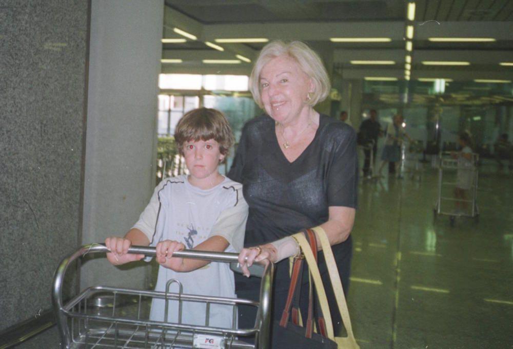 Llegando a Palma con su abuela.