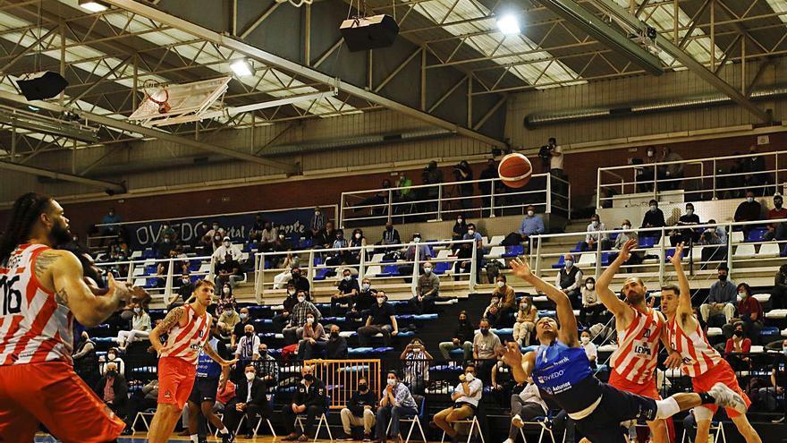 Tras el final de la temporada del Oviedo Baloncesto: Brown, el primero que dice adiós