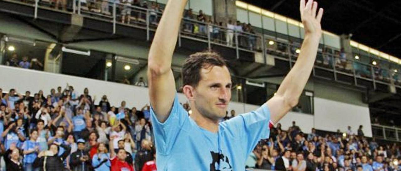 Arriba, Calandria, en su retirada como jugador de O'Higgins. Sobre estas líneas, el argentino, durante su etapa en el Sporting. | P. C. / LNE