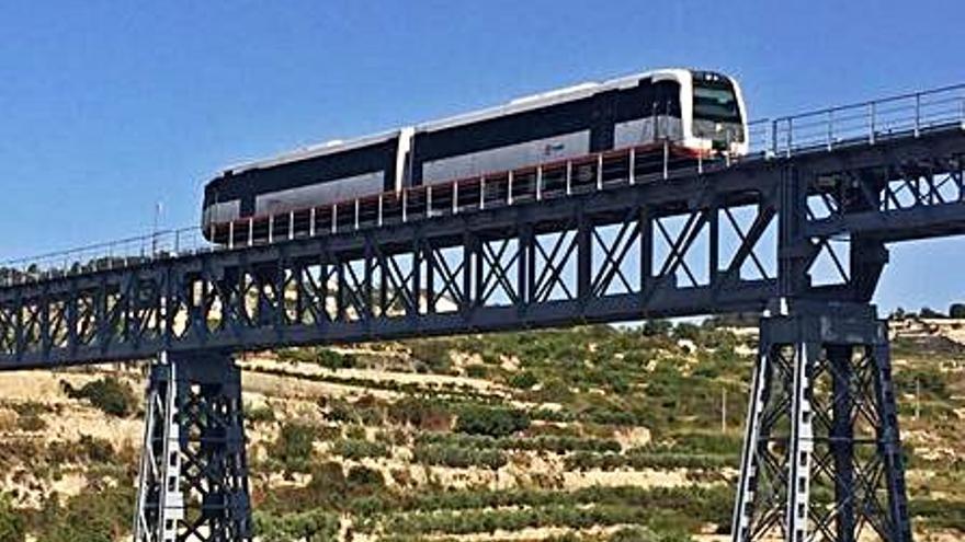 Los empresarios dicen que el tren Gandia-Dénia reducirá la contaminación