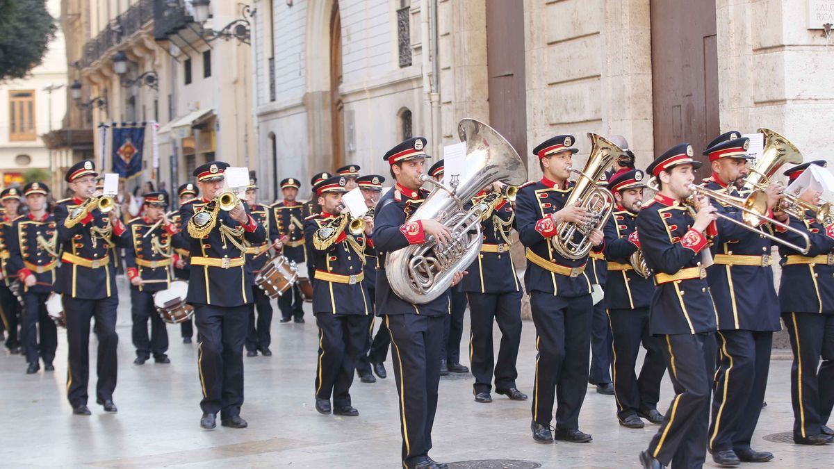 Una banda de música en la calle Micalet