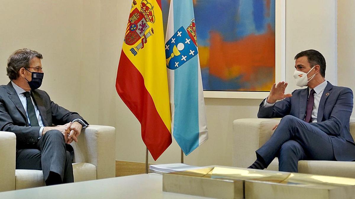 Feijóo con Pedro Sánchez, ayer, en Moncloa. |  // JOSÉ LUIS ROCA