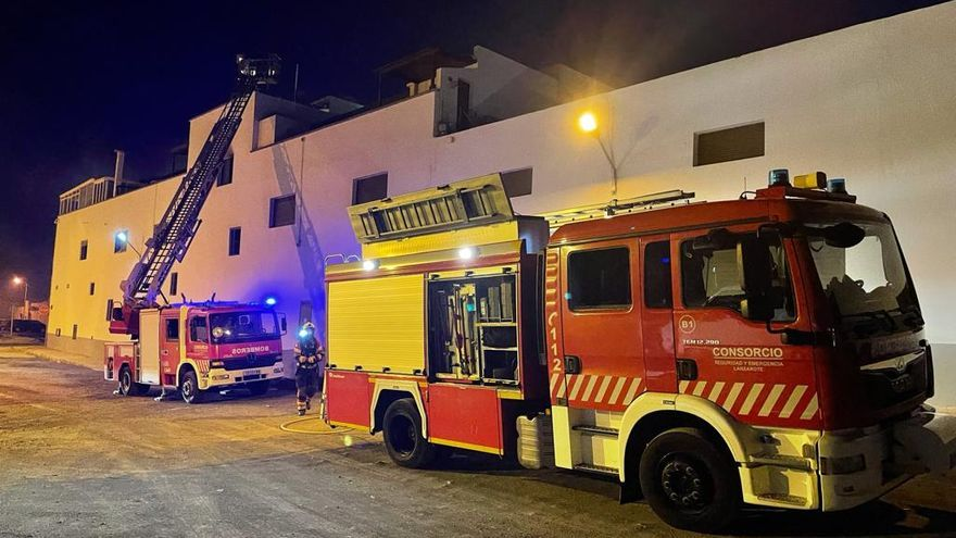 Rescatadas seis personas que se habían quedado atrapadas por un incendio en un edificio de Arrecife