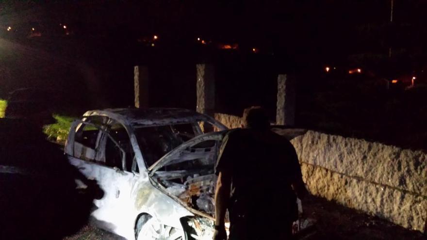 Segundo incendio de un coche en Bueu en menos de 24 horas