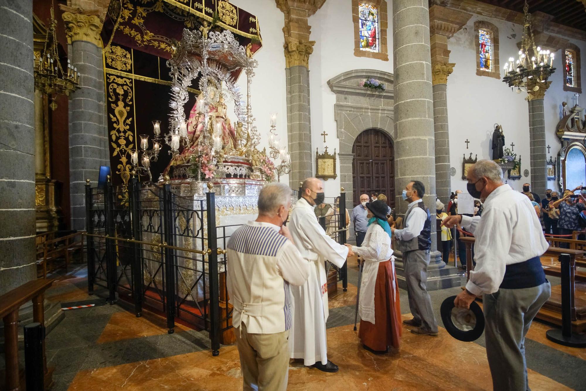 Ofrenda simbólica de los ayuntamientos de Gran Canaria a la Virgen del Pino (07/09/2021)