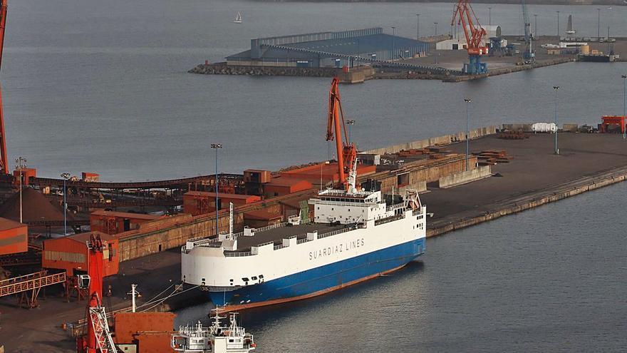 El barco vendido por Suardíaz a una firma árabe deja El Musel tras casi once meses