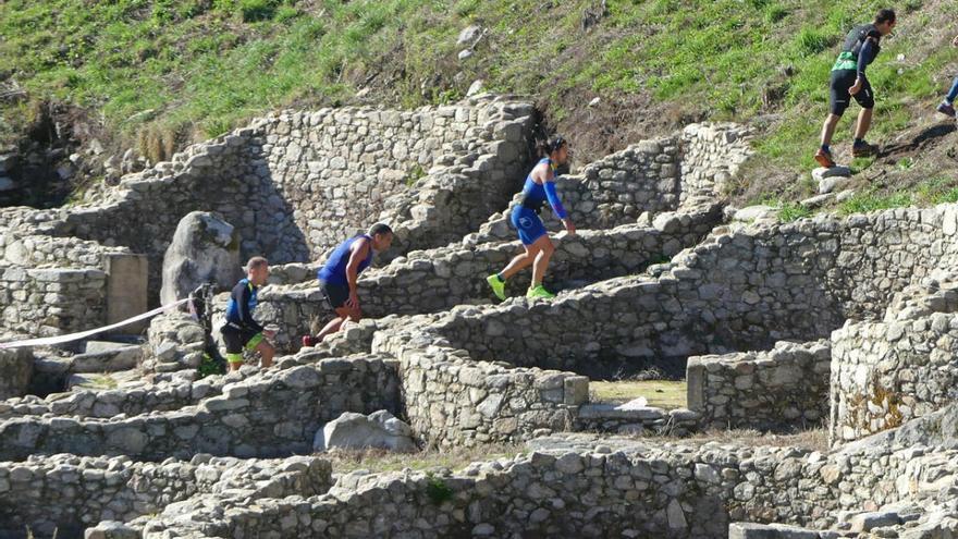 Pisotón a la historia: el castro de Santa Trega sirve de circuito a una carrera pedestre