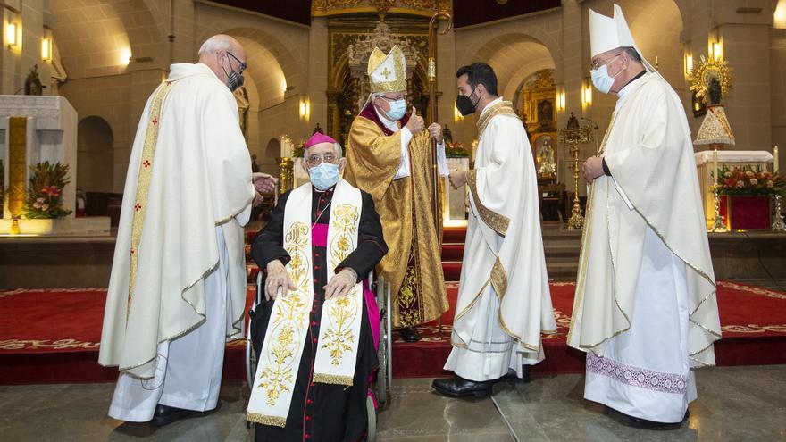 El obispo ordena a Fernando-Elías Pérez-Esteban nuevo sacerdote para Alicante