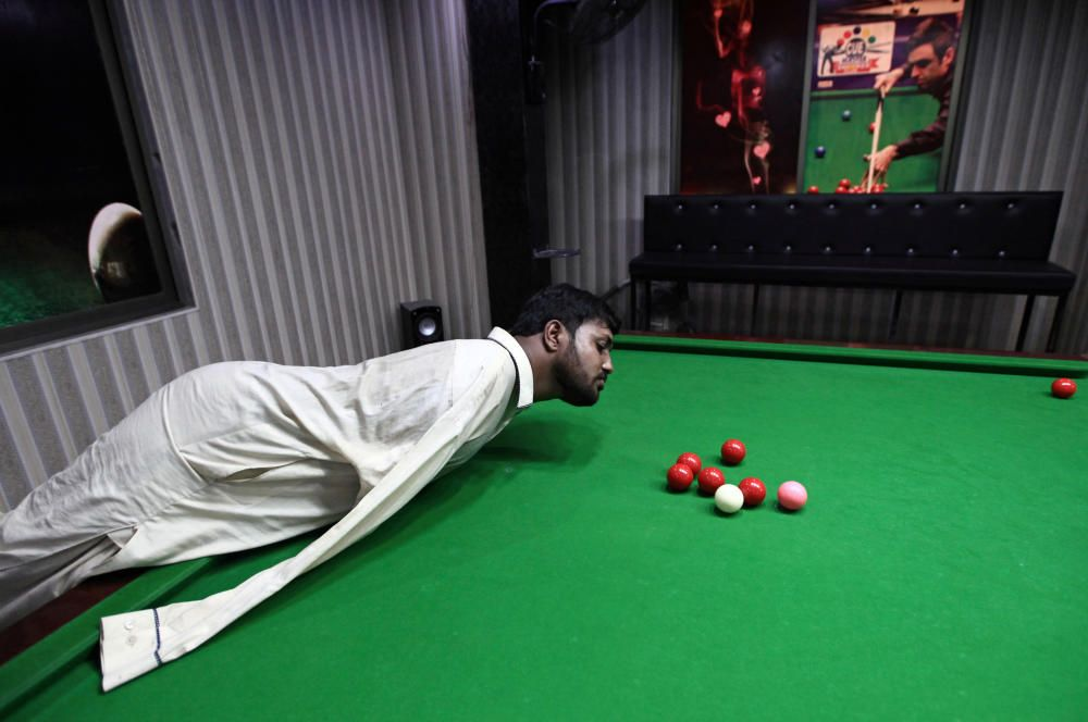 Pakistani born without arms excels in snooker in ...
