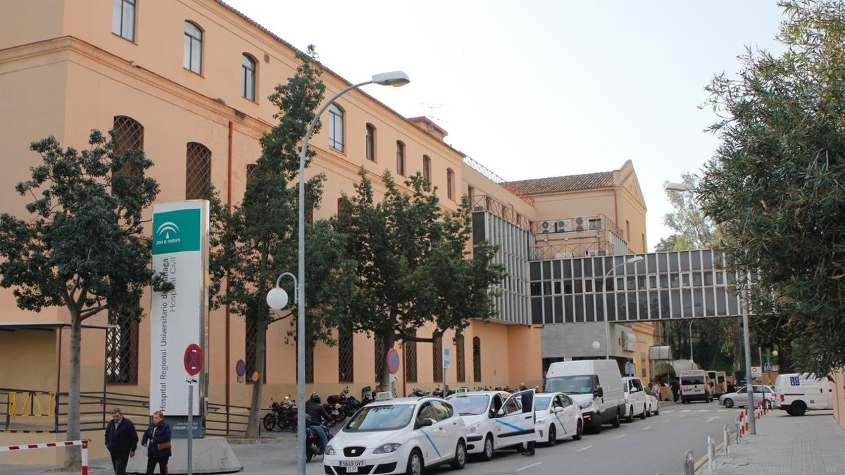 Vista del exterior del Hospital Civil de Málaga.