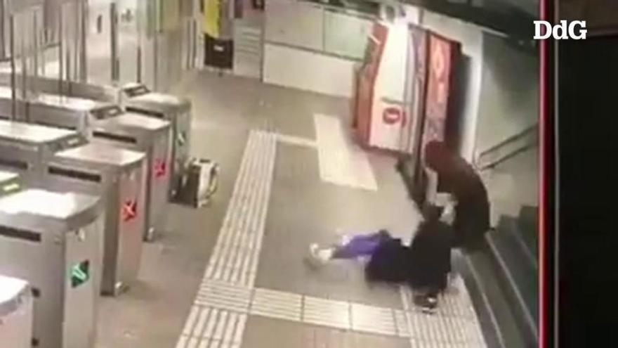 VÍDEO | Els Mossos investiguen una brutal pallissa al Metro de Barcelona