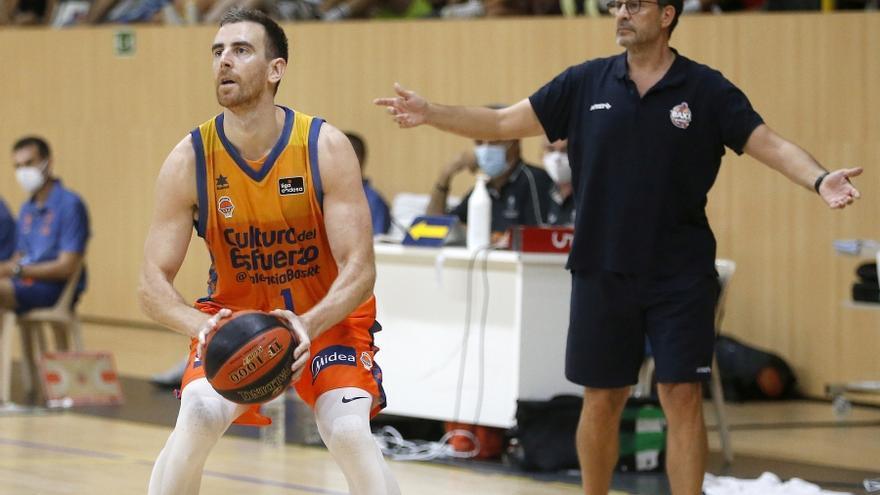 Víctor Claver, orgulloso de volver a vestirse con los colores del Valencia Basket