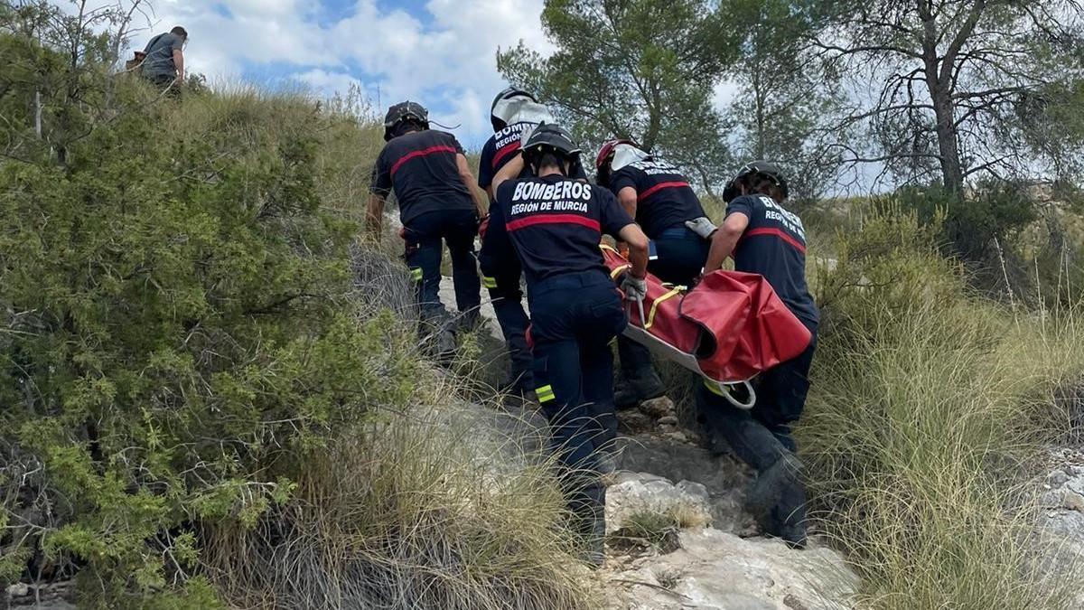 Momento del rescate del senderista lesionado.