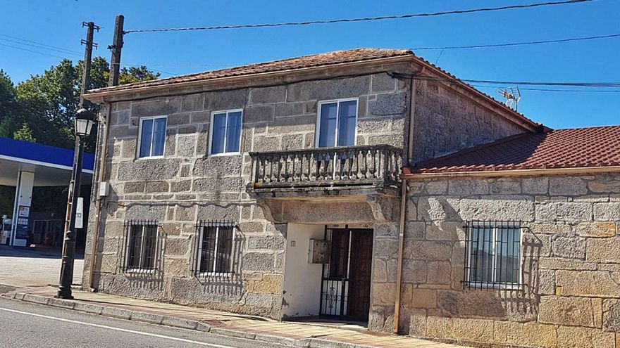 "Dozón rehabilitará la ""vivienda del médico"" como Casa do Maior"
