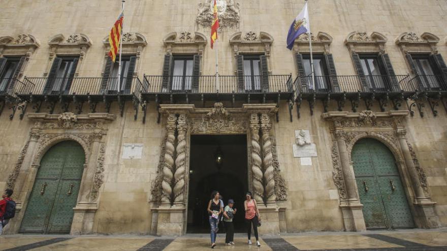 Alicante contratará personal para tramitar las ayudas a la dependencia y la Renta de Inclusión