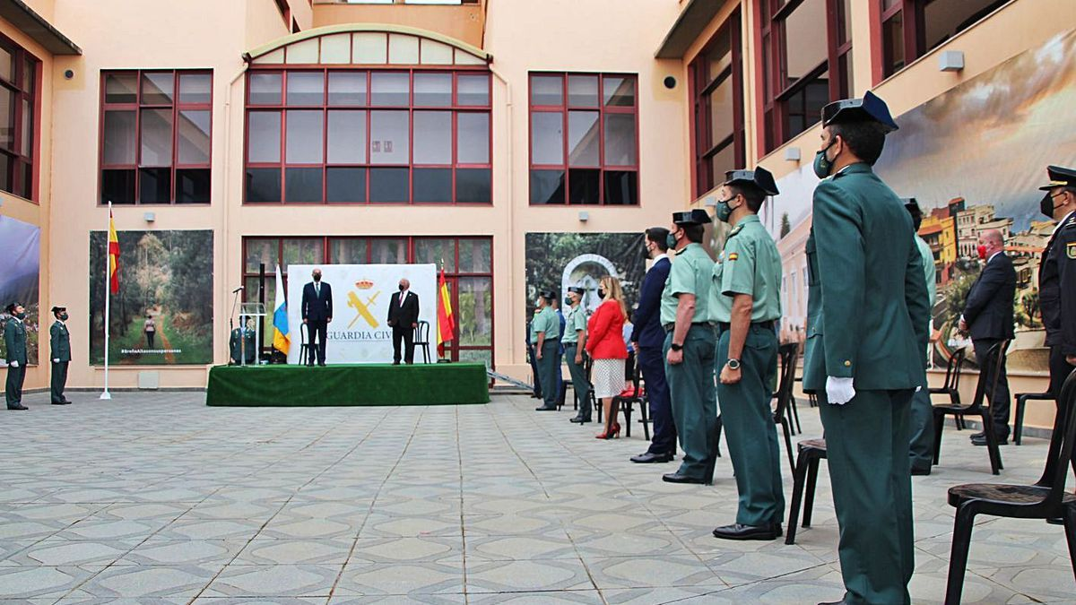Un momento del acto celebrado ayer en el destacamento de Breña Alta.     R.P.
